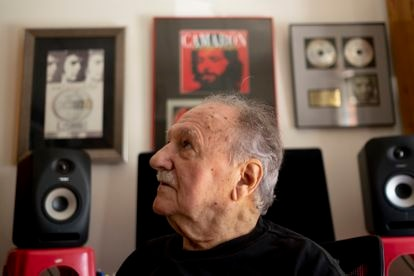 El productor musical Ricardo Pachón, en su casa de Sevilla el pasado miércoles.