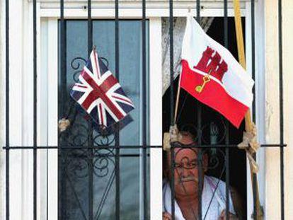 Un vecino de Gibraltar, durante un National Day.