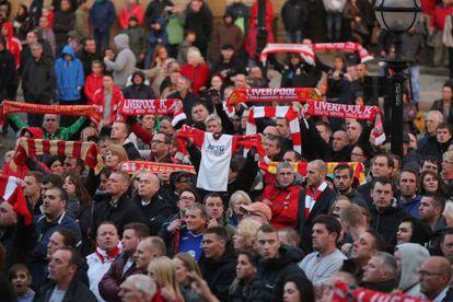 Hinchas del Liverpool, ayer, en Anfield