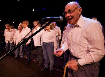 Un momento de las interpretaciones del coro de <i>Corazones rebeldes.</i>