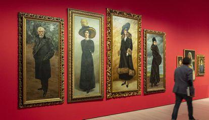 Cuatro de las 147 pinturas que el MNAC expone del olvidado Antoni Fabrés. En primer término un autorretrato suyo.