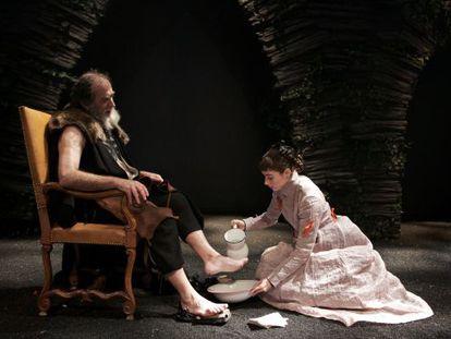 Una escena de 'Montenegro', una adaptación de las 'Comedias Bárbaras' de Valle-Inclán, en una representación en Madrid.