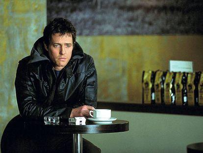 Hugh Grant, interpretando con mucha convicción a una isla en 'About a boy'.