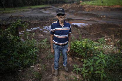 Un vecino de Brumadinho cuya casa no fue devorada por el lodo que inundó su huerta y mató a sus vecinos.