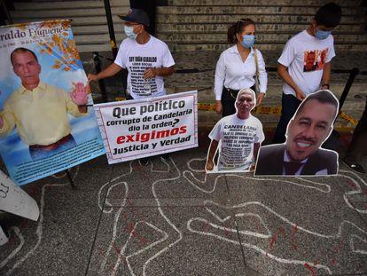 Familiares de líderes sociales asesinados protestan en Cali, el mes pasado.