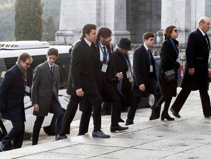 La familia Franco, a su llegada al Valle de los Caídos.