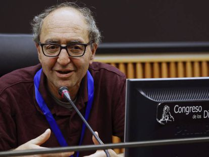 El escritor y periodista turco-alemán, Dogan Akhanli, en libertad provisional hasta que se decida sobre la petición de extradición que reclama Turquía.