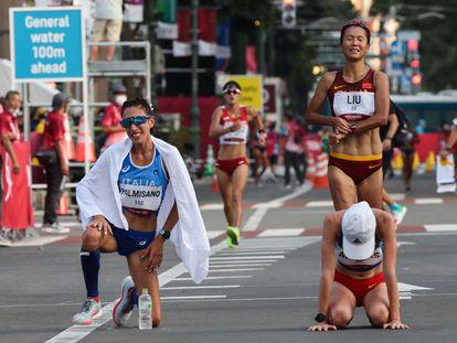 María Pérez cruza la meta el fondo, con Palmisano, Arenas y Liu delante.