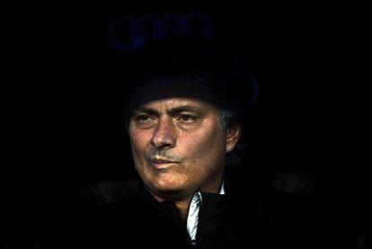 José Mourinho, en el banquillo del Real Madrid durante un partido de la Liga.