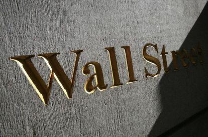 Un logo de Wall Street, en el centro financiero de Nueva York.