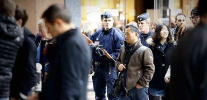 La policía se despliega en el centro de París / BERNARDO PÉREZ