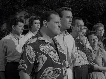 Escena del capítulo 'The Monsters are Due on Maple Street', de la serie 'The Twilight Zone', de 1960.