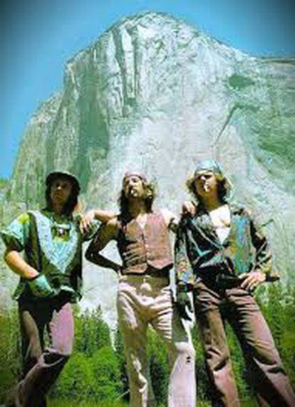 Jim Bridwell (c) frente al Capitán, Yosemite, junto a Billy Westbay (d) y John Long, en 1975.