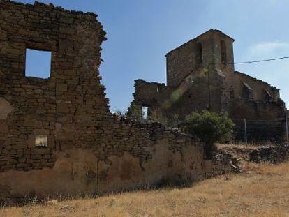 Iglesia en ruinas de Bezquiz, perteneciente al Ayuntamiento de Leoz.