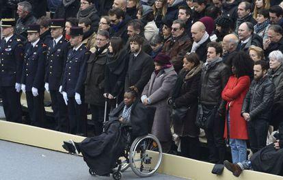 Una mujer herida en los atentados de París, en el homenaje.