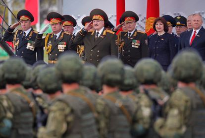Lukashenko preside el desfile del día de la Victoria en Minsk el pasado 9 de mayo.