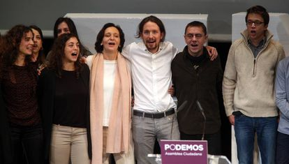 Tania González (segunda por la izquierda) durante el acto de clausura de la Asamblea Ciudadana de Podemos en 2014.