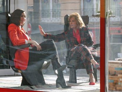 Un momento de la grabación de 'La Campos móvil' el pasado 26 de febrero con María Teresa Campos e Isabel Díaz Ayuso.