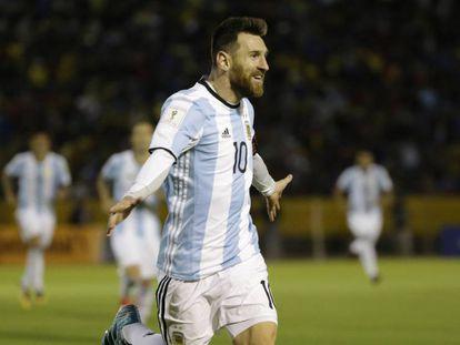 Messi celebra su tercer gol a Ecuador.