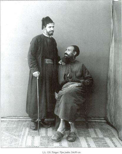 Una familia judía de Tánger, representada a mediados del siglo XIX, en una imagen encontrada en el archivo provincial de Cádiz.