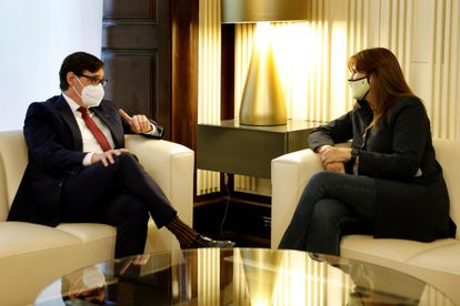 The president of the Catalan Parliament, Laura Borràs, and the leader of the PSC, Salvador Illa, during the round of contacts.