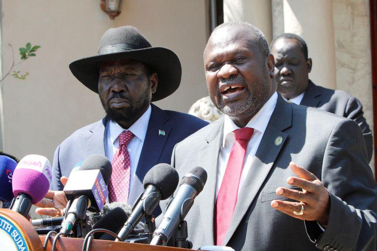 Salva Kiir (izquierda) y Riek Machar, presidente y vicepresidente de Sudán del Sur, el pasado 17 de diciembre en Yuba.
