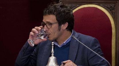 """El alcalde de Cádiz, José María González """"Kichi"""", durante el pleno de este viernes."""