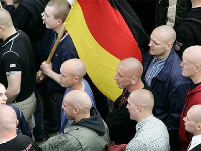 Simpatizantes de la ultraderecha se manifiestan en la ciudad de Rostock, en el este de Alemania.