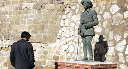 La estatua de Franco, como general de la Legión, colocada en Melilla.