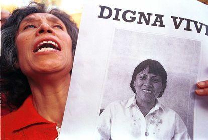 Imagen de archivo de una manifestación para condenar la muerte de Digna Ochoa en México.