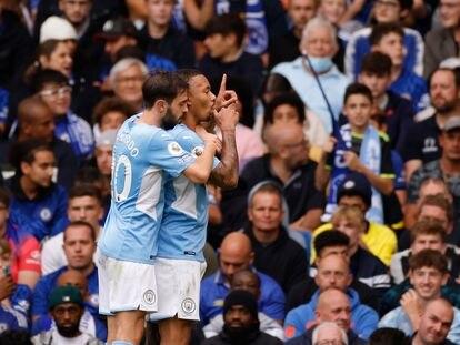 GAbriel Jesús celebra el 0-1 en Stamford Bridge con Bernardo Silva.