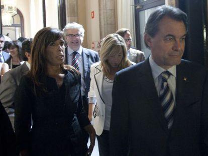 Alicia Sánchez-Camacho y Artur Mas a la salida del pleno del Parlament.