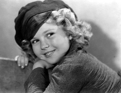 Cantaba, bailaba, lucía unos tirabuzones perfectos y, sobre todo, atrajo enormes audiencias para la Fox en la América de después de la Gran Depresión. Shirley Temple fue una de las primeras niñas prodigio del cine y una mina de oro para Hollywood.