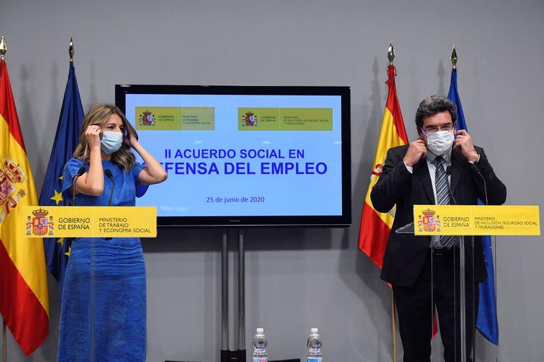 La ministra de Trabajo, Yolanda Díaz, y el ministro de Inclusión, Seguridad Social y Migraciones, José Luis Escrivá.