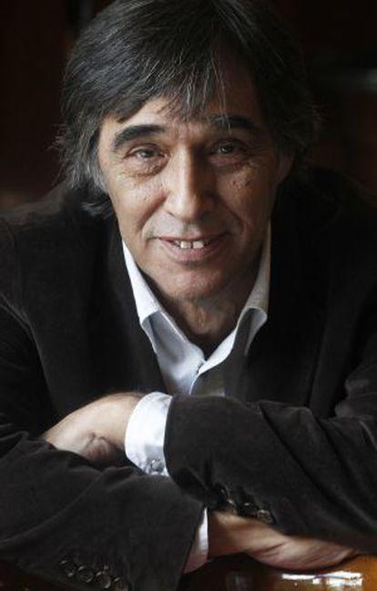 Agustín Díaz Yanes en el café Gijón, en Madrid.