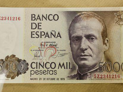 Billete de 5000 pesetas (30 euros) con el rostro de Juan Carlos I.