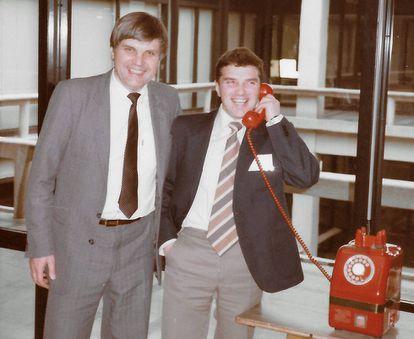Vladimir Alexandrov (izquierda) y su colega Nick Lukyanov, en febrero de 1985 en Japón.