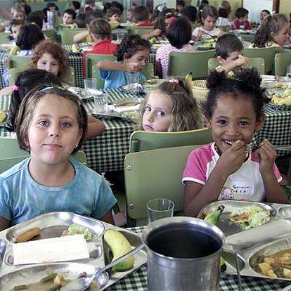 Niños en un comedor de una escuela pública de Málaga.