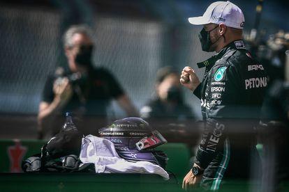 Valtteri Bottas celebra su 'pole' en el circuito de Potimão.