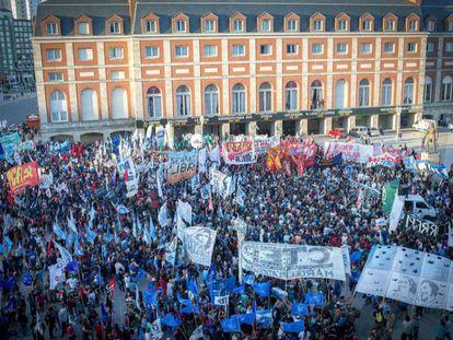 Protesta en enero en Mar del Plata contra la domiciliaria concedida a Etchecolatz.