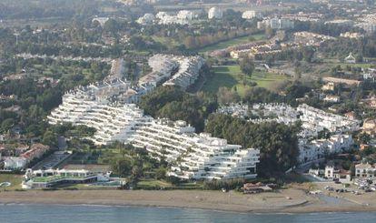 Vista aérea de urbanizaciones levantadas en Marbella.