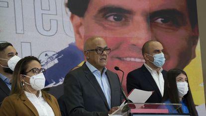El presidente de la Asamblea Nacional Jorge Rodriguez habla en una rueda de prensa en Caracas este sábado tras conocerse la extradición de Alex Saab.