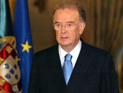 El presidente portugués Jorge Sampaio, en 2004, durante el anuncio de que iba a pedir a Pedro Santana Lopes la formación de un nuevo Gobierno tras la salida de Antonio Barroso para presidir la Comisión Europea