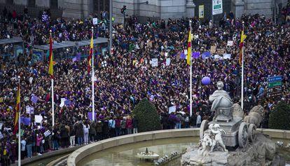 Manifestacion del Dia de la Mujer el 8 de marzo de 2020 a su paso por Cibeles, en Madrid.