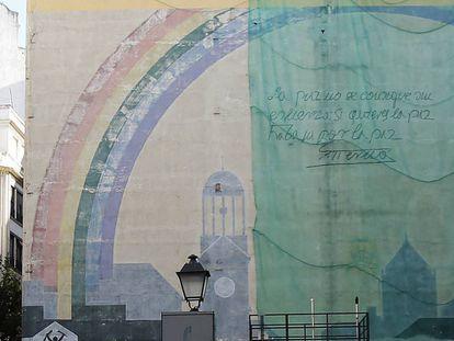 El mural de la paz de Tierno Galván en la plaza del Carmen.