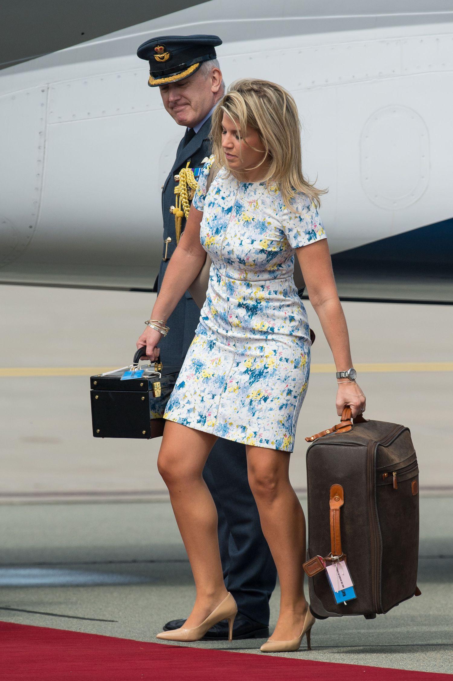 Styliste Natasha Archer, à l'aéroport de Varsovie (Pologne).