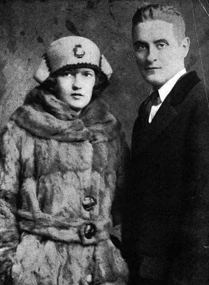 El escritor Francis Scott Fitzgerald, con su esposa, Zelda.