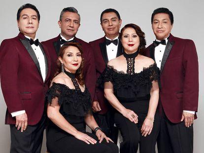 Foto promocional del grupo mexicano de cumbia Los Ángeles Azules.