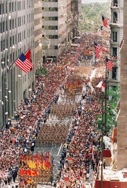 Miles de veteranos de la Guerra del Golfo marchan sobre Broadway, en Nueva York, durante la celebración de bienvenida en 1991.