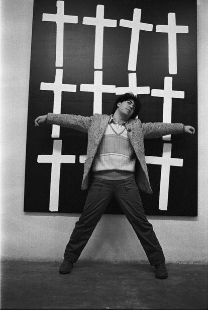 'Almodóvar y cruces' (1982), de Javier Porto. Colección Pablo Sycet